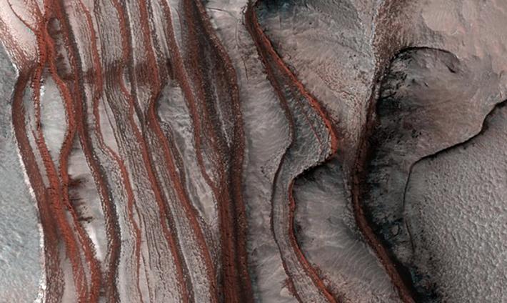 Слоистые дюны на Марсе