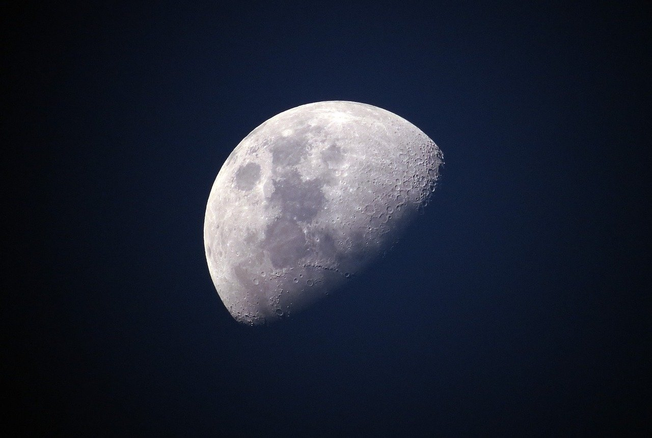 1592120706-moon-1527501-1280.jpeg