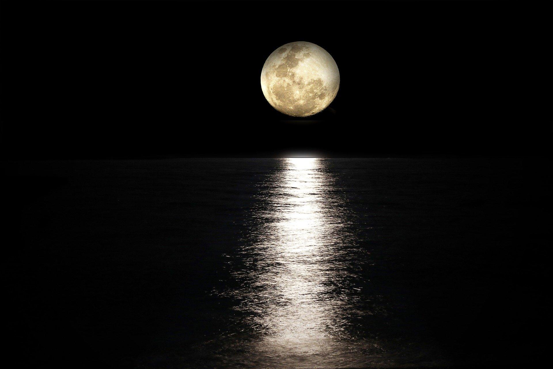 1596881294-moon-2762111-1920.jpeg