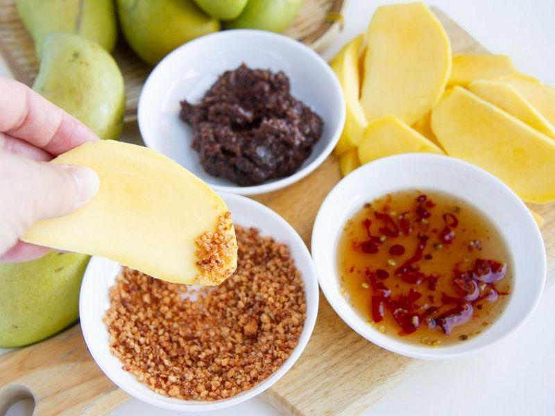 Манго с перцем и солью