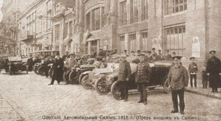 Автомобильный салон в Русском театре
