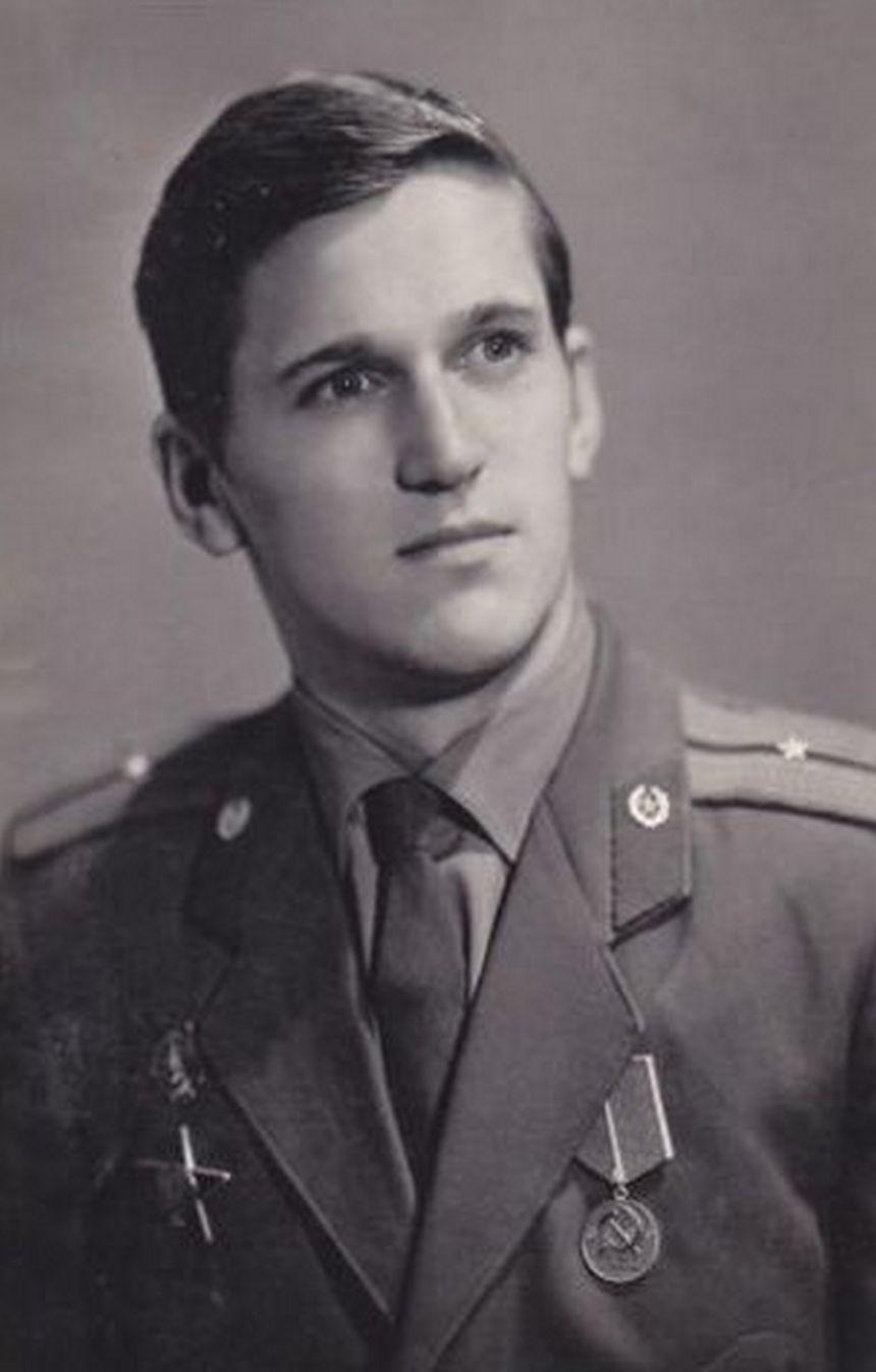 Младший лейтенант Александр Тихонов